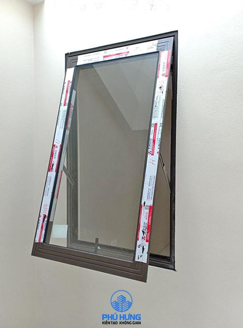 Cửa sổ mở hất 1 cánh nhôm Xingfa màu đen